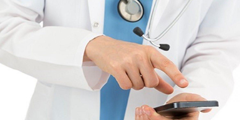 medico-com-celular-1500x600